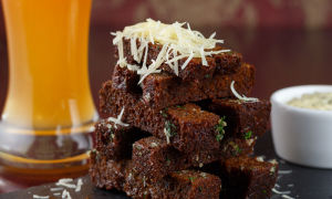 Гренки к пиву — рецепты приготовления закуски в домашних условиях