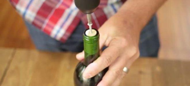 Как открыть вино без штопора из подручных предметов?