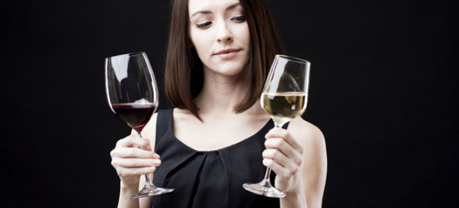 Как правильно держать бокал с вином