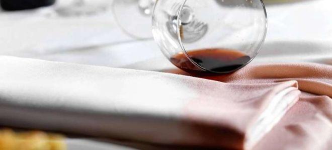 Как отстирать скатерть от красного вина
