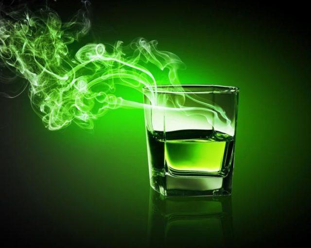 зеленый бокал