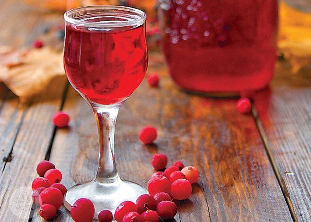 Настойка на бруснике: простой рецепт приготовления в домашних условиях на водке, спирту и самогоне