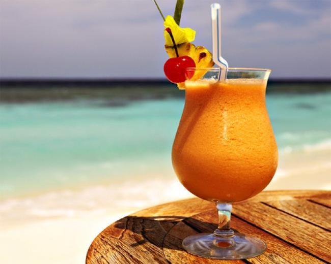 напиток на пляже