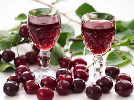 бокалы и ягоды