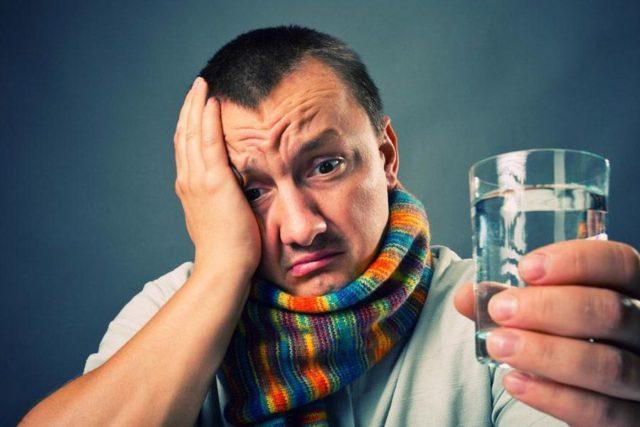 мужчина болен гриппом
